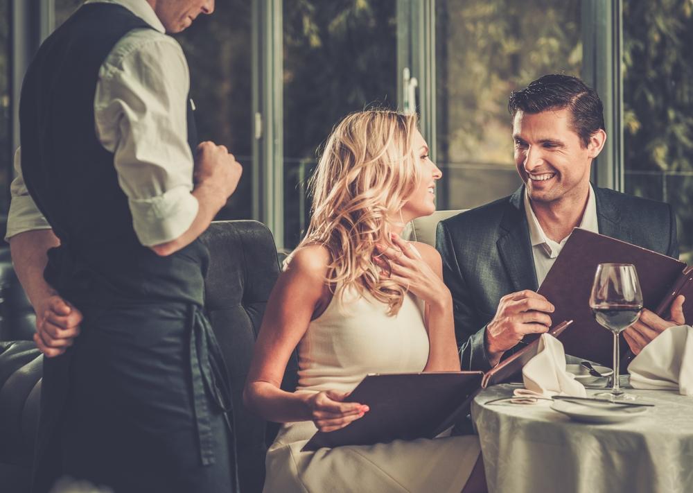海外旅行中にレストランで食事する時に使える英会話フレーズ集